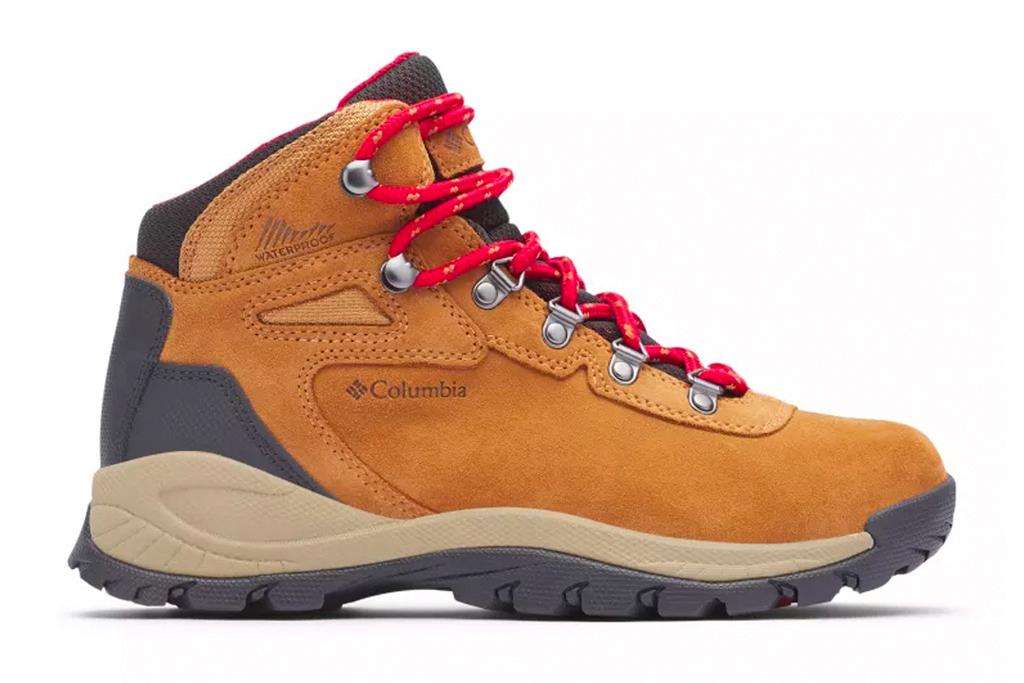 bottes de randonnée, beige, cuir, lacets rouges, eddie bauer
