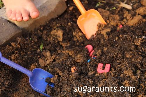 Creuser des lettres (photo de Sugar Aunts)