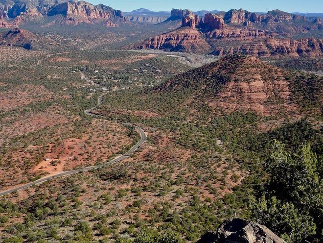 Le Schuerman Vista, un éperon du Schuerman Mountain Trail, offre un large panorama de roches rouges de Sedona.