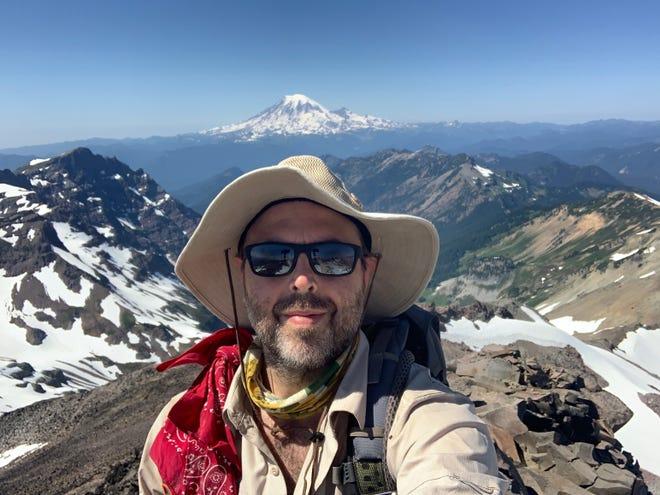 Zachariah Nagy, originaire de Lafayette et diplômé du centre catholique, prévoit de parcourir le sentier Continental Divide à partir du mois d'avril afin de collecter des fonds pour Hike for Mental Health.