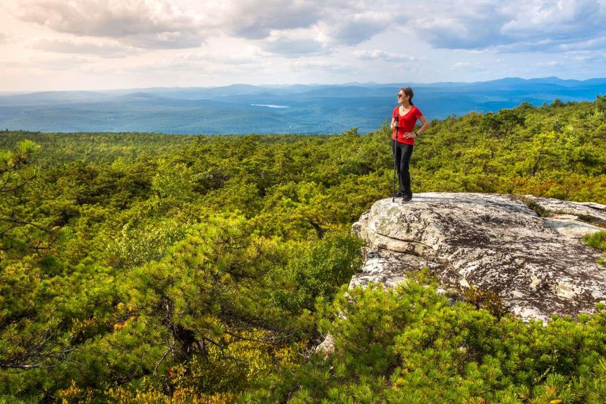 Sam's Point est une section magnifique mais bondée des Gunks.  La région de Trapps, en revanche, conduit à des randonnées moins fréquentées et à des escalades de classe mondiale.
